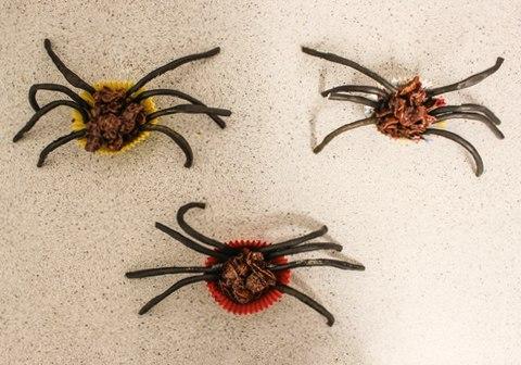 Gluten free Halloween cornflake spider treats